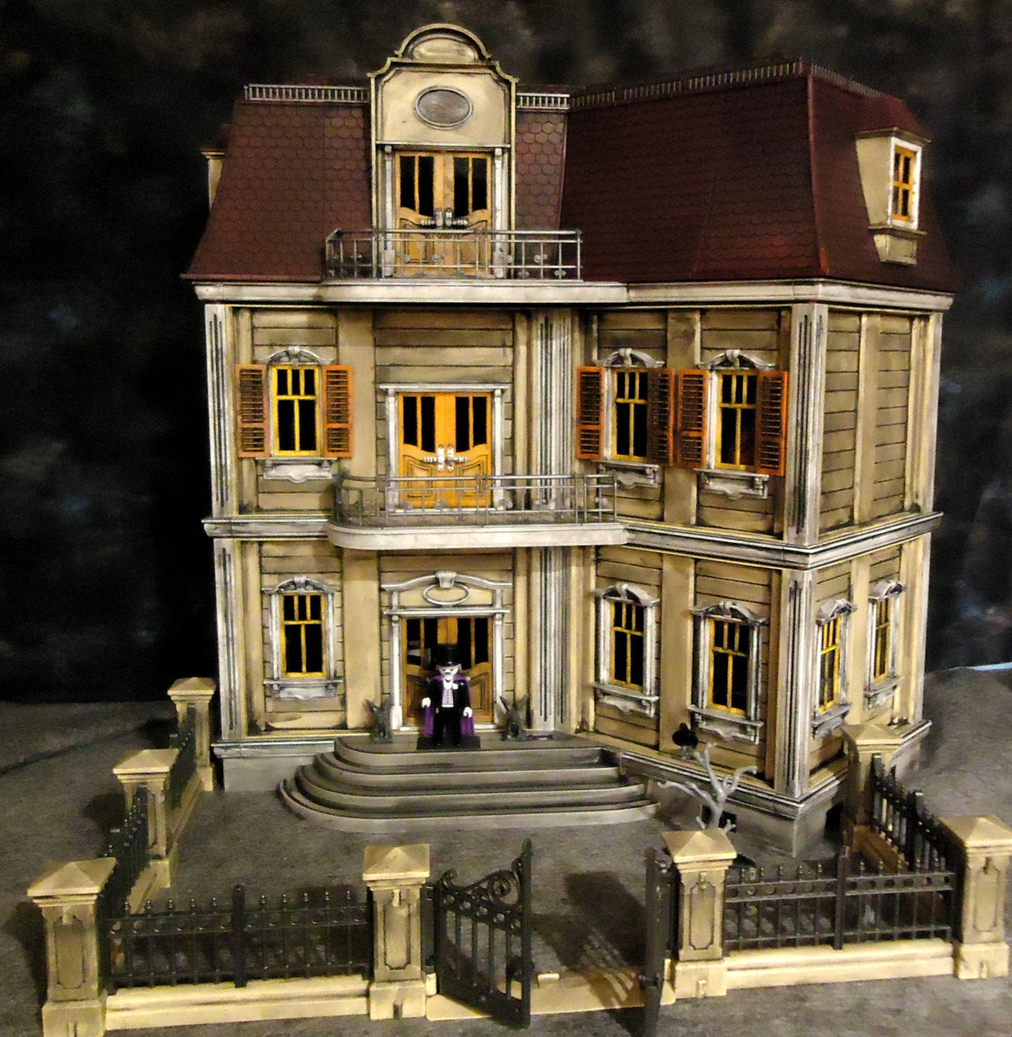 Playmobil haunted halloween victorian gothic mansion 5302 for Custom victorian homes