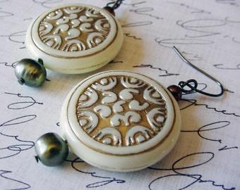 Vintage look with freshwater pearls earrings