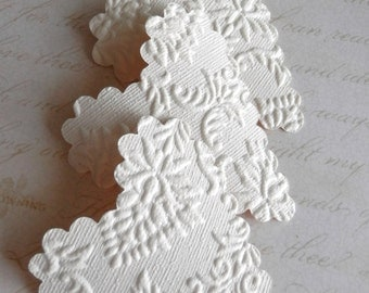 20 upcycled wallpaper scalloped hearts - textured cream