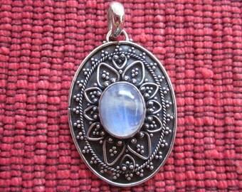 Balinese sterling Silver moonstone Pendant / silver 925 / Bali handmade jewelry