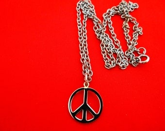 """Vintage NOS New old stock, in storage since the 60s-24"""" silver tone necklace with 1"""" Peace Symbol pendant in unworn condition"""