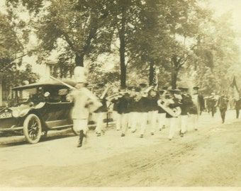 WW1 May 1918 Marching Band on Parade Town Street Car Vintage Photo Snapshot Black White Photograph