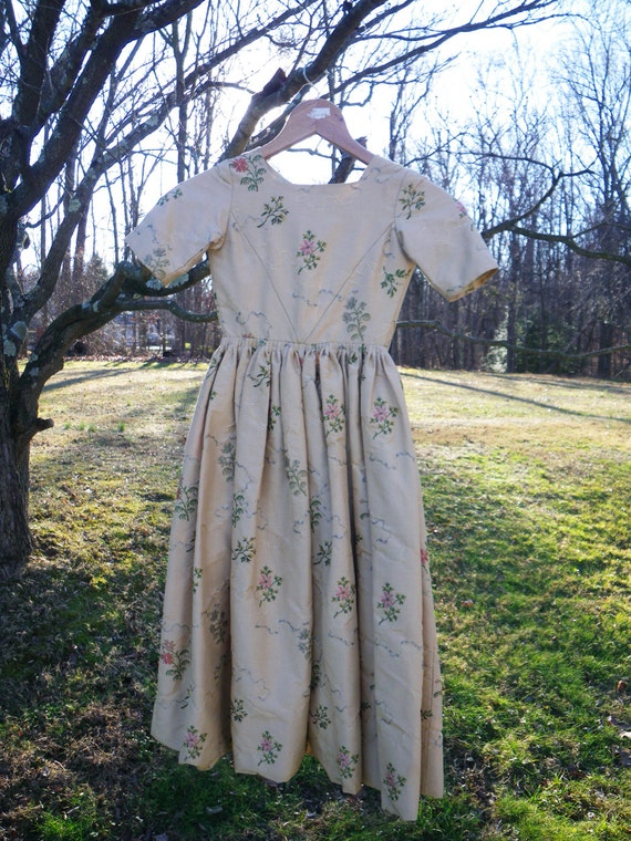 Sale girl 39 s colonial dress vintage reproduction hand for Colonial reproduction homes for sale
