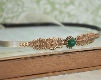VICTORIAN antiqued brass metal headband with vintage emerald green glass cab