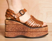 RESERVED for Elisabeth, please do not purchase. Vintage 1970s Italian platform sandals 5 - 5.5 / Thom McAn 70s platforms