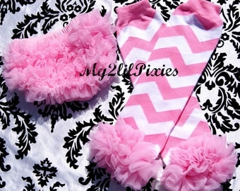 Pink Bloomer and Leg warmers. Pink Chevron Leg warmers. Baby bloomer. Pink ruffle Bloomer. Pink Diaper Cover, Chiffon Baby Bloomer