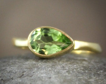 August Green Peridot Ring - Birthstone Ring - Vermeil Gold, Side Teardrop