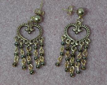 Heartshaped dangle earrings antique gold finish
