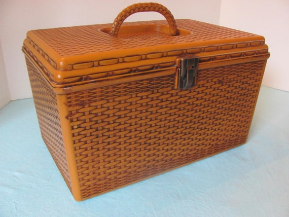 Vintage Faux Wicker Plastic Sewing Basket Box with Two Trays Wilson Wil-hold