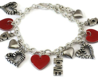 Red Heart Love Charm Bracelet, Gifts for Women Mom Wife Sister Daughter Grandma Under 30, Valentines Day Gifts, Stocking Stuffers