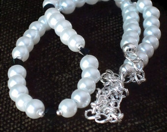 White Pearl Necklace, Wedding Jewelry, Bridesmaids Gifts, Gifts for Women Mom Wife Sister Daughter Grandma Under 25, Stocking Stuffers