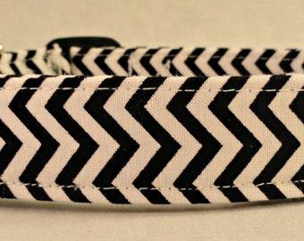 Awesome Black and White Chevron Stripe Zig Zag Dog Collar
