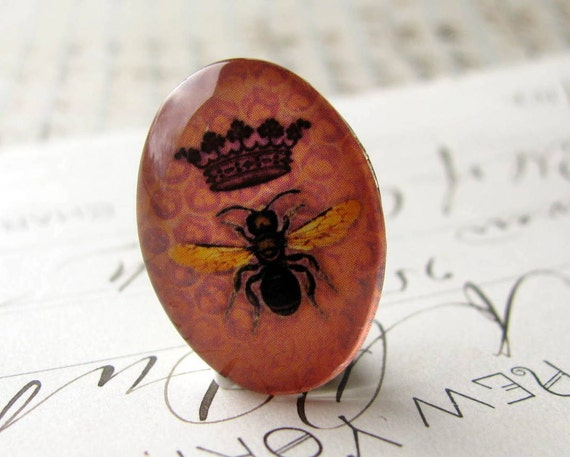 Exclusive, original artwork - Queen Bee on honeycomb - handmade 25x18mm glass oval cabochon - salmon pink, black, honey comb, crown