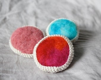 Crochet and felt brooch with milky-white cotton thread and pink wool