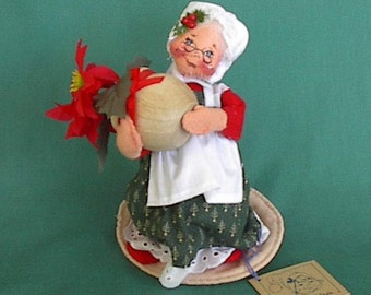 Annalee mobility doll Grandma with ponsettia plant '92 Merry Christmas