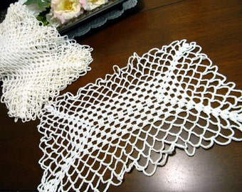 One Hand Crochet Doily -  Crocheted in Off White - Vintage Linens 9271