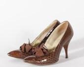 50s shoes size 7 / 1950s designer Herbert Levine heels in mahogany alligator skin