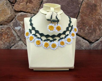 crochet bib,White  Yellow Daisies Crochet Necklace Set,earrings,Daisy Necklace, Bridal necklace,Statement Necklace, Earring set,crochet, bib