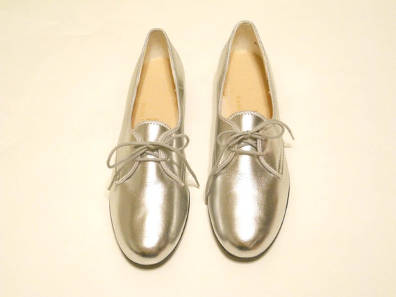 Vintage Size 7 Silver Oxford Shoes