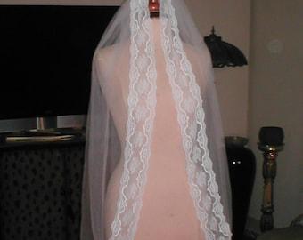 Vintage finger-tip length  Lace Mantilla Bridal Veil