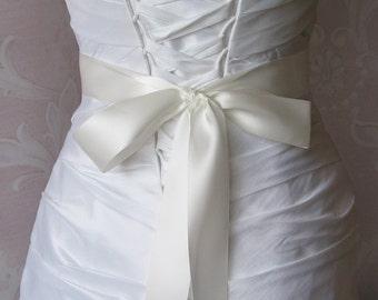 Double Face Pale Ivory Satin Ribbon, 1.5 Inch Wide, Off White, Diamond White, Ribbon Sash, Bridal Sash, Wedding Belt, 4 Yards