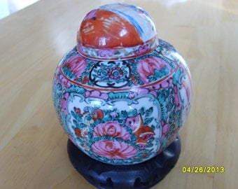 Ginger Jar, Chinese Jar, Rose Medallion Ginger Jar with Lid and Stand