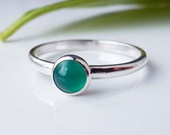 Green Onyx Stacking ring in Sterling Silver. Stacking Ring