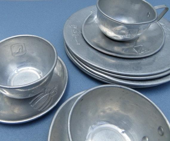 Cinderella Tin Dishes Set Of Plates And Cups Saucers & Tin Dinnerware - Castrophotos