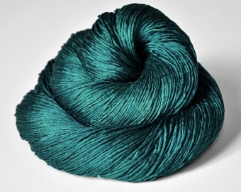 Giant clam closing forever - Silk Fingering Yarn - Knotty skein