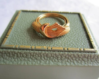 Vintage Gold Tone Belted Style Ring by Avon