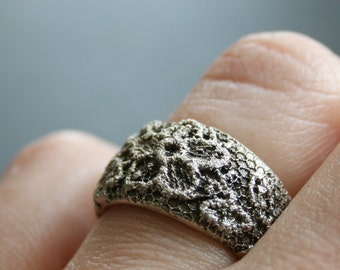 Lacey no 16 - solid sterling silver lace ring - made to order in your size