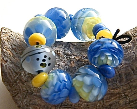 Chrysanthemum  flower beadset in Yellow and Periwinkle Blue  (16 beads) by Caroline Dousi
