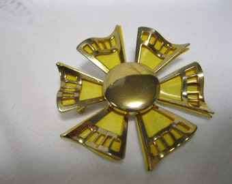 Vintage Mod Flower Brooch Pin 60s Yellow Gold Tone Daisy Jewelry