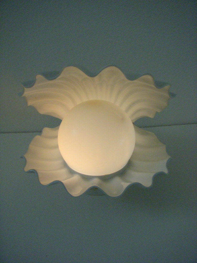 Vintage White Clam Shell Lamp Kitschy Atomic By Omagainvintage