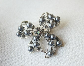 Adorable   bow  brooch  with rhinestones and pearl  grey   color  1 piece listing