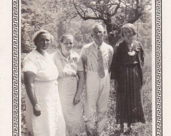 Vintage Photo - Man and Three Ladies - Vintage Photograph, Vernacular (T)