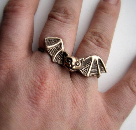 Bat Cat knuckle ring 398.53 NOK