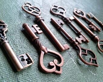 """Skeleton Keys Steampunk Keys Antiqued Copper Assorted Skeleton Keys 2-2.4"""" 4 pieces Old Vintage Style Wedding Bulk Skeleton Key Pendants"""