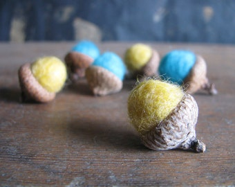 Felted acorns, set of 6, Bright Turquoise and Yellow, bright wool acorns, woodland birthday party favor, waldorf acorns, yellow wool acorns