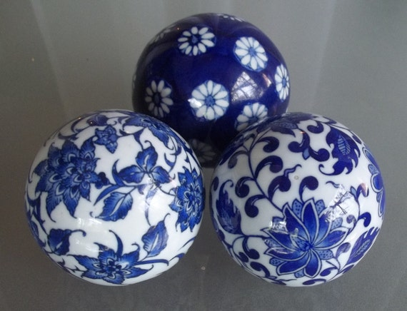 Vintage bombay decorative balls in blue and white