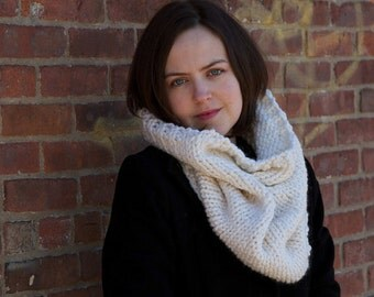 Beginner Knitting Pattern Infinity Scarf Cowl - Easy Intermediate