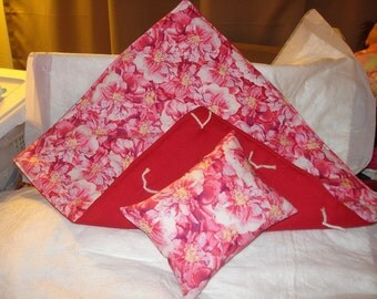 Pink and maroon floral print quilt and pillow set for 18 inch Dolls - agqs20