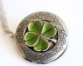 Four Leaf Clover Locket,Jewelry Gift,Claddagh, Antique Locket,Silver Locket, Irish,Lucky, Shamrock,Wedding,Bridal Jewelry,Bridesmaids Gift