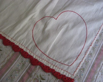 Sweet Vintage Handmade Heart Crochet Tablecloth Shabby Chic Red Kitchen 49 x 38 L21