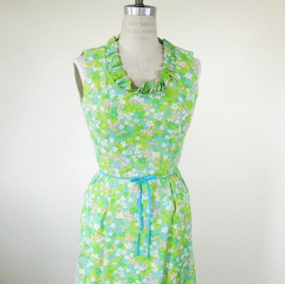 1970s Floral Sleeveless Maxi Dress Green Blue Ruffled Collar Small