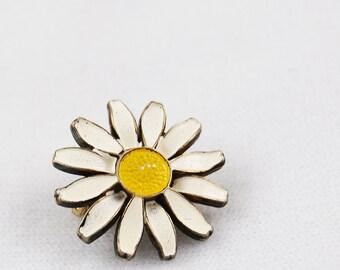 Vintage Small Enamel Daisy Pin