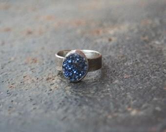 Titanium Midnight BLUE Agate Druzy Bezel Setting Oxidized Sterling Silver Lizard Textured Ring SIZE 5.5