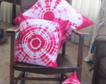 Tie dye pillow cover, decorator designer throw pillow covers, Fuchsia pink bullseye- YOU pick the COLOR and the SIZE,  500