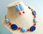 Retro Blue Necklace, Patriotic Jewelry, 4th of July Jewelry, Retro Necklace, Red Blue, Vintage Lucite, Mid Century, Nautical Necklace