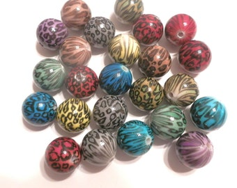 25 Grey White Fuschia Red Blue Brown Green Leopard Acrylic Round Beads 18mm Assorted Colors